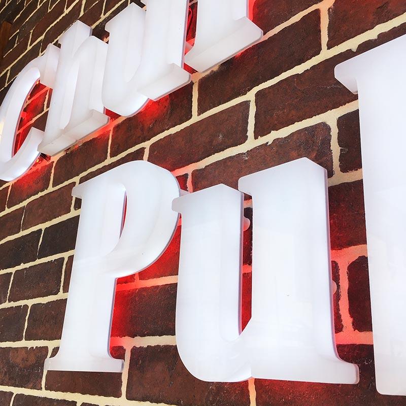 Enseigne Le Churchill Pub vue 3