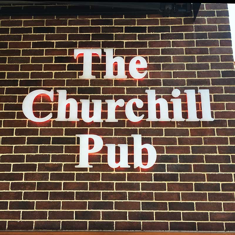 Enseigne Le Churchill Pub vue 1