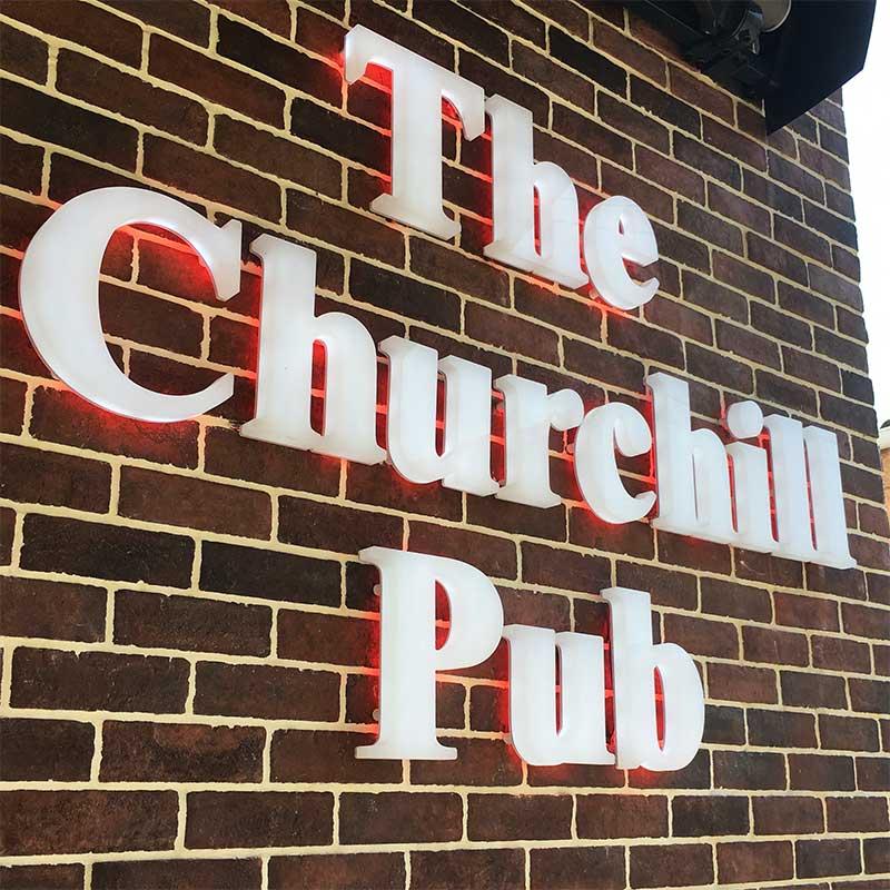 Enseigne Le Churchill Pub vue 2