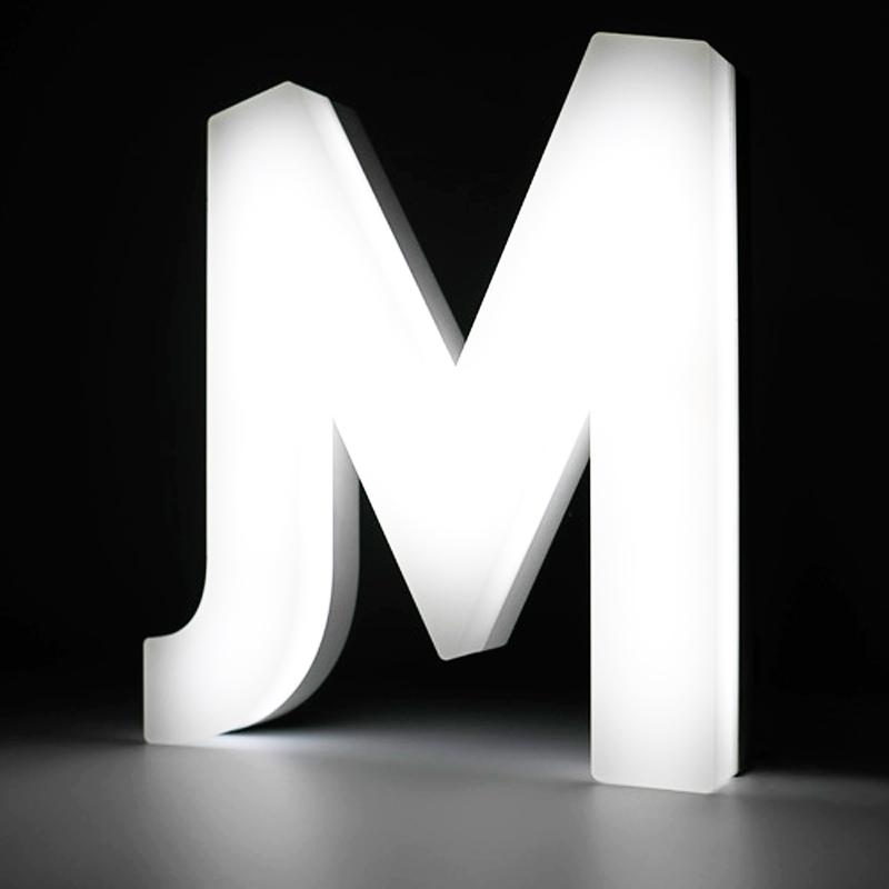 Lettre boîtier lumineuse 5cm vue 1